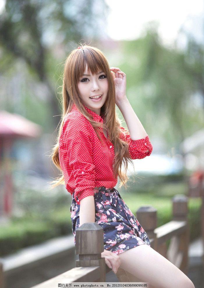 时装美女 时装 裙子 可爱 长发 红衣 性感 笑容 风景 外景 户外 女性