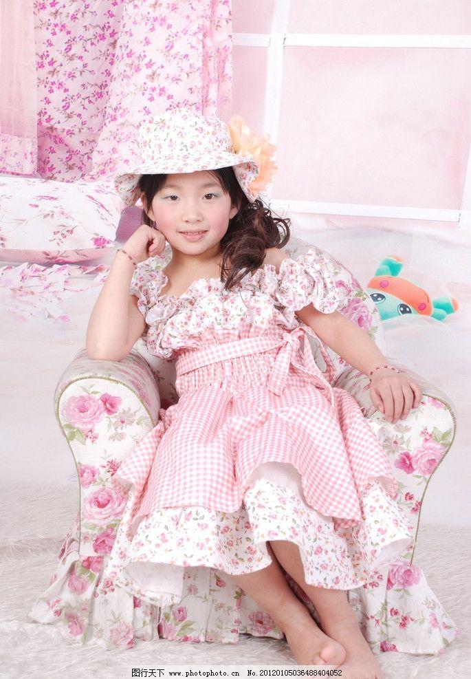 小女孩 可爱 照片 儿童 公主裙 粉红 微笑 背景 小女孩照片 儿童幼儿