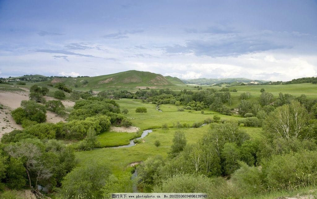 蓝天 白云 高清晰 云彩 山坡 绿草 绿坡 草地 树林 树木 小溪 风景