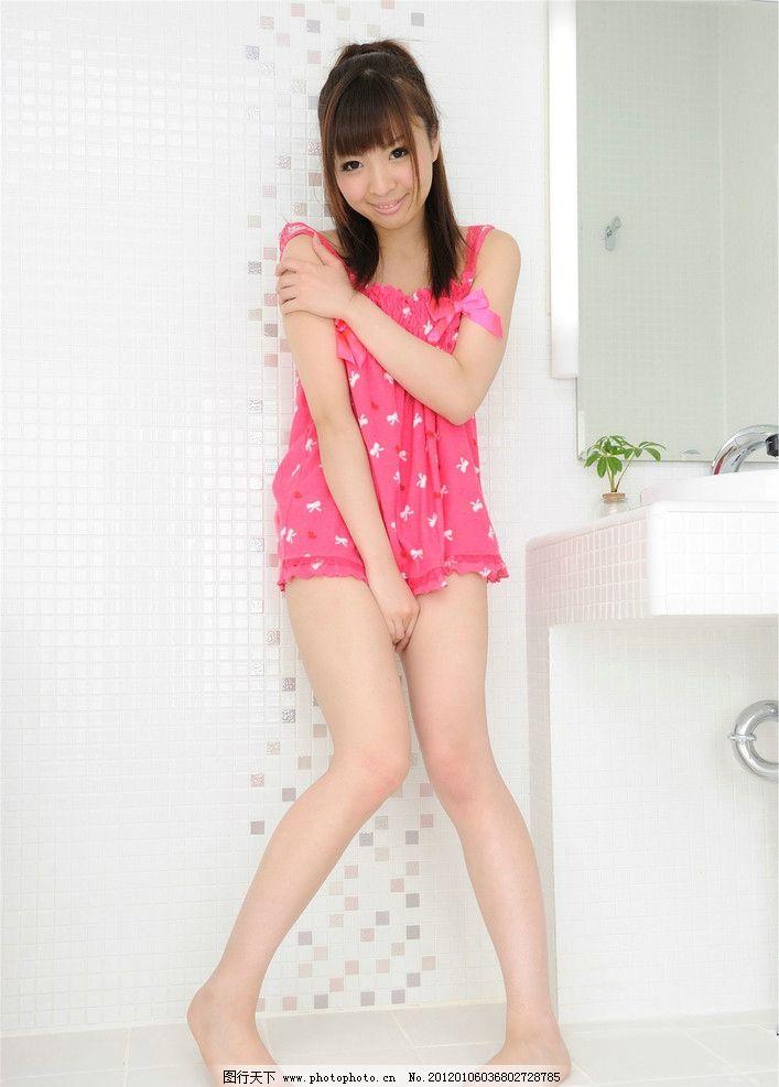美女用脚�zo��i-_时尚美女 时装 可爱 漂亮 性感 裙子 短裙 长脚 女性女人 人物图库