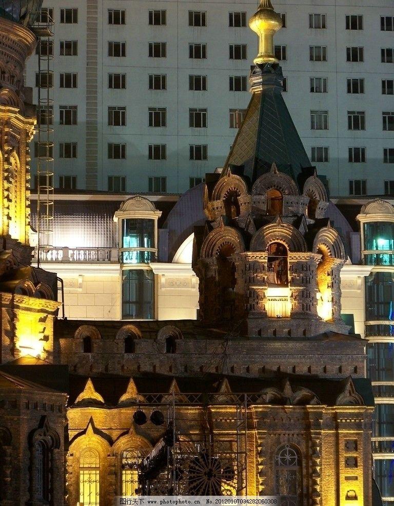 玻璃窗 反光 砖木结构 小柱 连壁柱 圆柱 墨绿色顶 六坡尖顶 欧式建筑