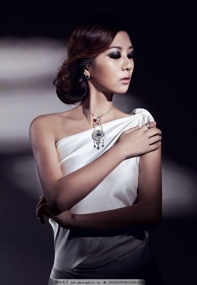 珠宝模特图片