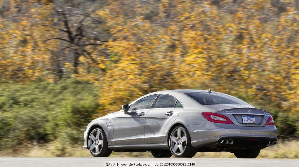 奔驰轿车 枫树林 树木 秋天 秋叶 落叶 汽车 名车 好车 奢侈