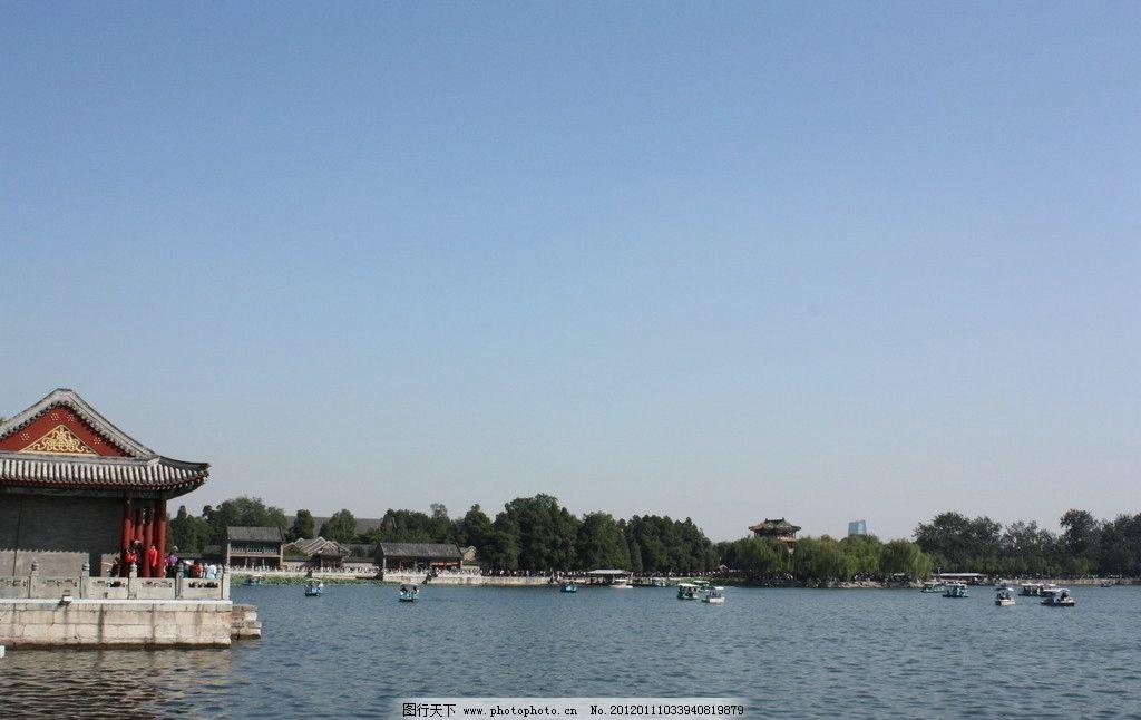 颐和园 凉亭 古建筑 船 湖面 水树 景点 公园 北京 旅游