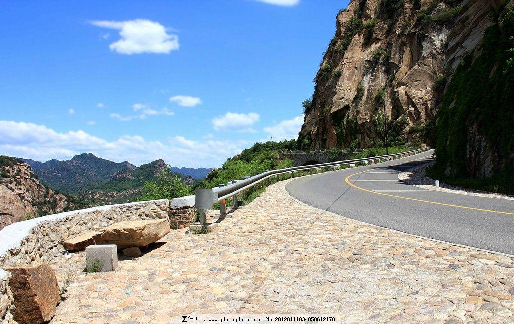 森林公园 森林 高山 悬崖 山谷 盘山公路 群山 道路 公路 生态 自然