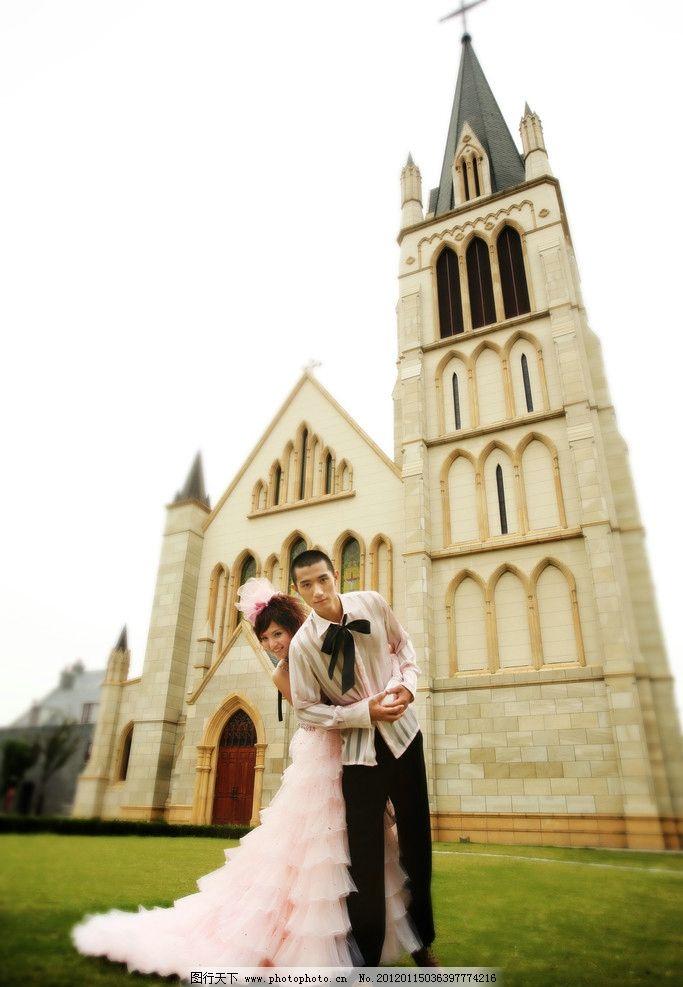 婚纱样片 婚纱摄影 婚纱照 艺术 婚纱 欧式风格 教堂 草地 新娘 新郎