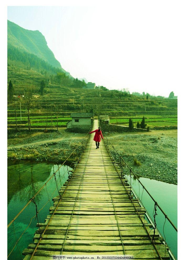 小桥流水 木桥 碧水 绿树 山峦 山水风景 自然景观 摄影 300dpi jpg