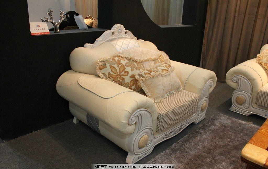 欧式沙发 皮质沙发 抱枕 暗纹 黄色沙发 地毯 地板 花纹 高度海棉图片