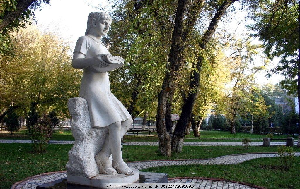 雕塑 鸟 女孩