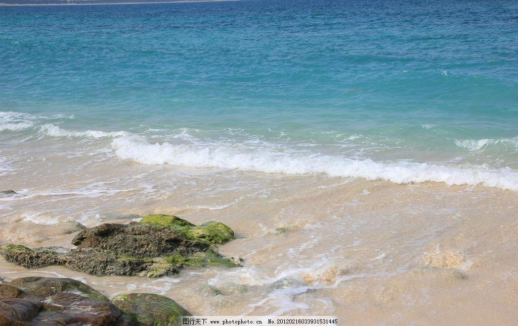 三亚海边 三亚 大海 海边 岩石 石头 蓝色海 踏浪 细沙 国内旅游 旅游