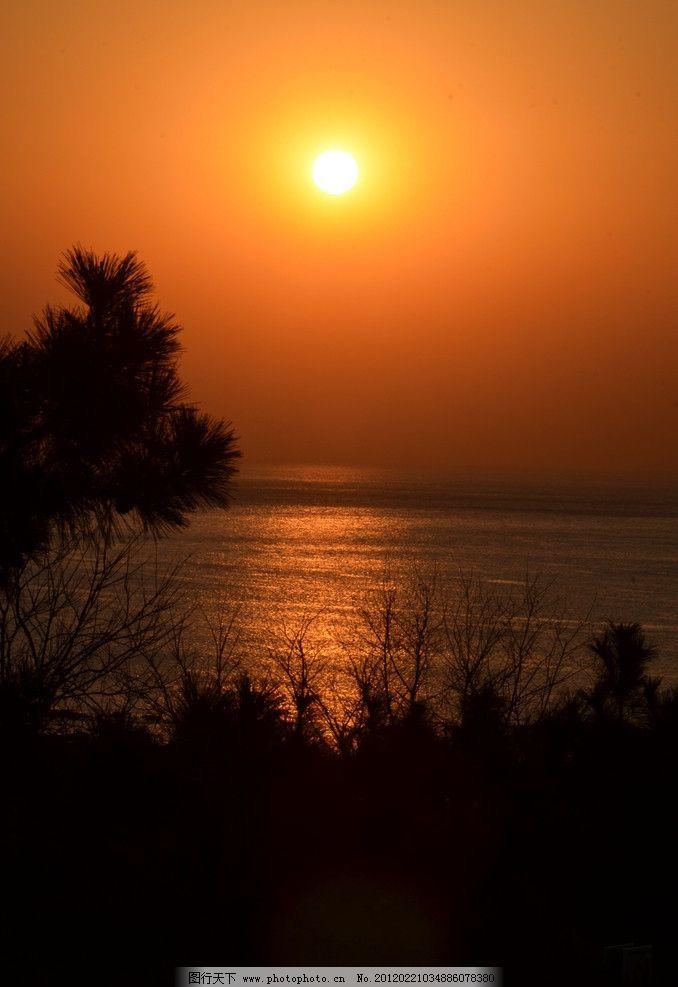 旭日东升 自然风光 早晨 太阳 初升 天空 红晕 青岛 海面 反光