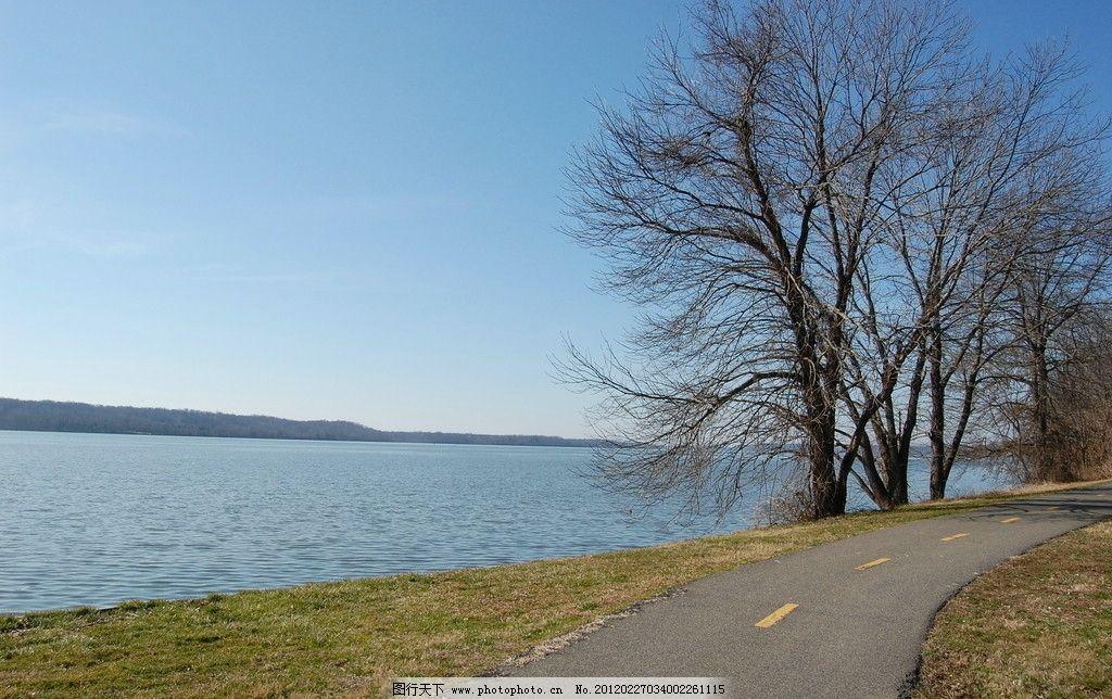 藍天 湖泊 道路 道路湖泊 水和路 水泥路 鄉村路 風景攝影 國外旅游