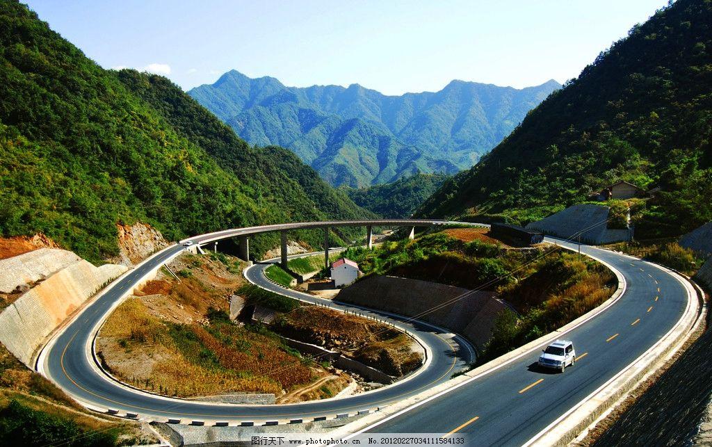 高速公路 公路 道路 建筑 草地 自然风景 旅游摄影 摄影 盘山公路