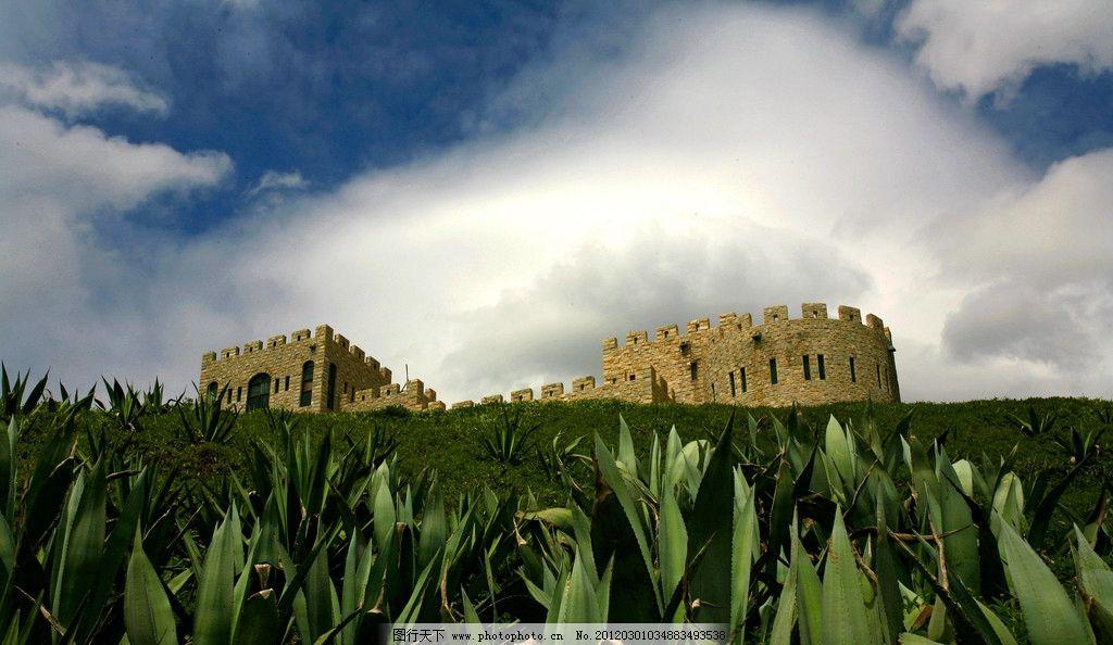 福建漳州火山岛 绿草 草地 建筑 蓝天 白云 自然风景 自然景观 摄影