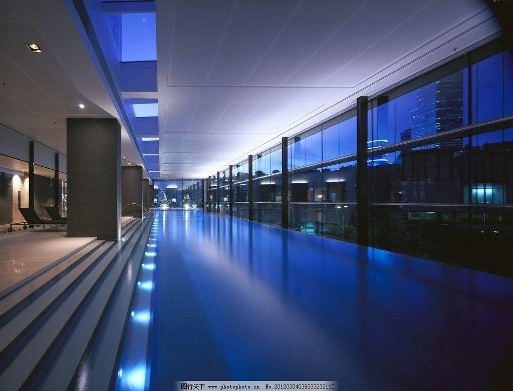 国外顶级豪华度假别墅酒店装修设计 室内游泳池 蓝色灯光 室内摄影