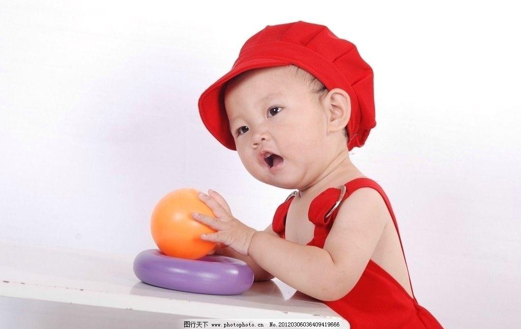 宝贝 红帽子 可爱笑容 苹果 儿童幼儿 人物图库 摄影