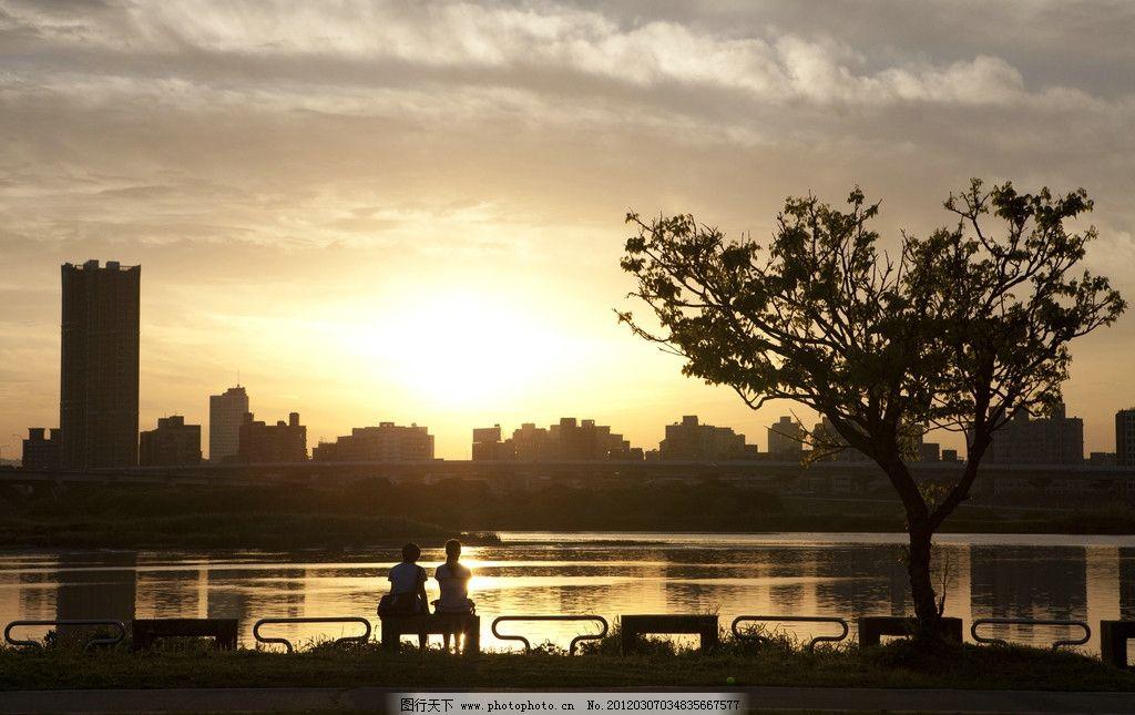 黄昏 夕阳 傍晚 晚霞 学生 少年 少女 背影 城市 剪影 美好 自然风景