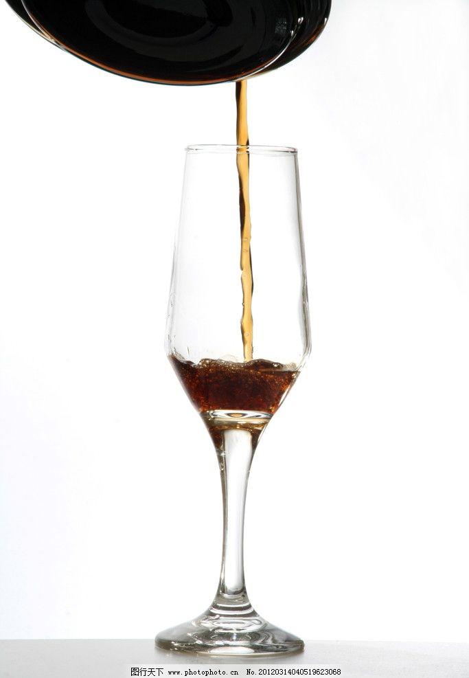 到葡萄酒 倒酒 红酒 果酒 葡萄酒 酒水 白背景 饮料酒水 餐饮美食