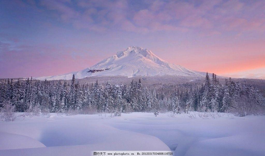 夕阳 雪景 树林 雪地 雪山 蓝天 白云 自然 生态环境 壁画 壁纸 风景