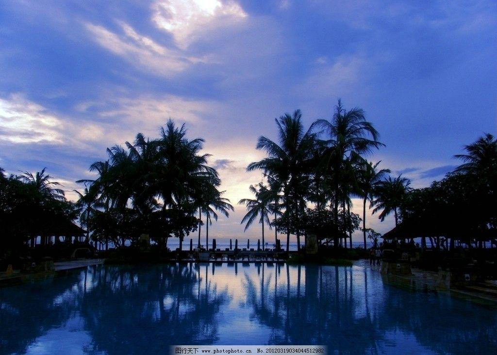 巴厘岛港丽酒店(conrad bali)游泳池傍晚图片
