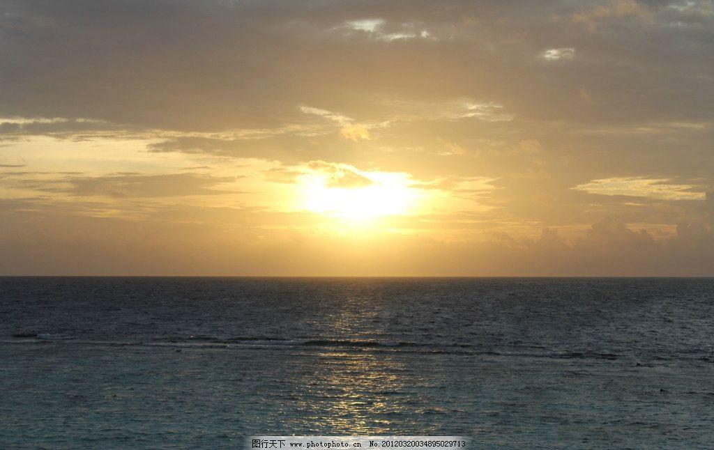 马尔代夫AV岛日出 海面 太阳 云 黄色 平静 清晨 自然风光