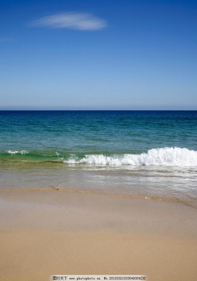 蓝天大海沙滩图片
