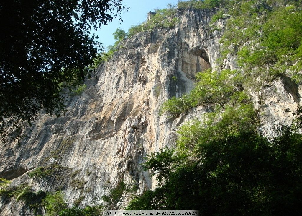 山峰 山脉 蓝天 旅游照片 云南风景 高耸入云 山水 石山 山植物