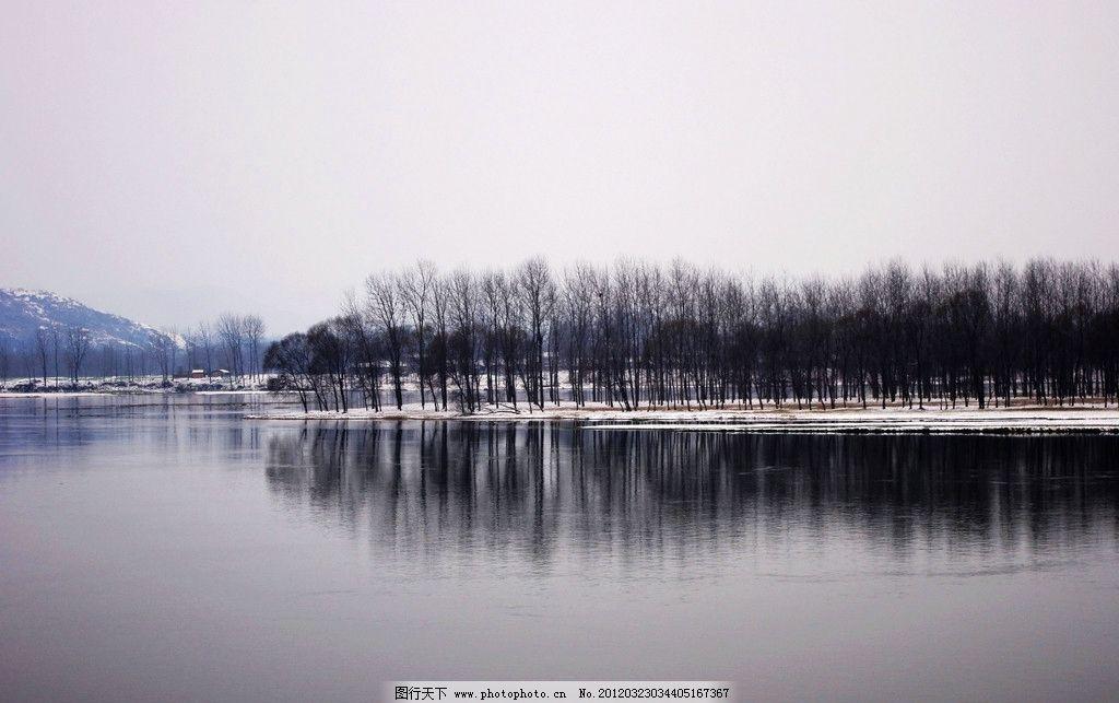 河边树林 树林 河边 水面 倒影 山水风景 自然景观 摄影 72dpi jpg