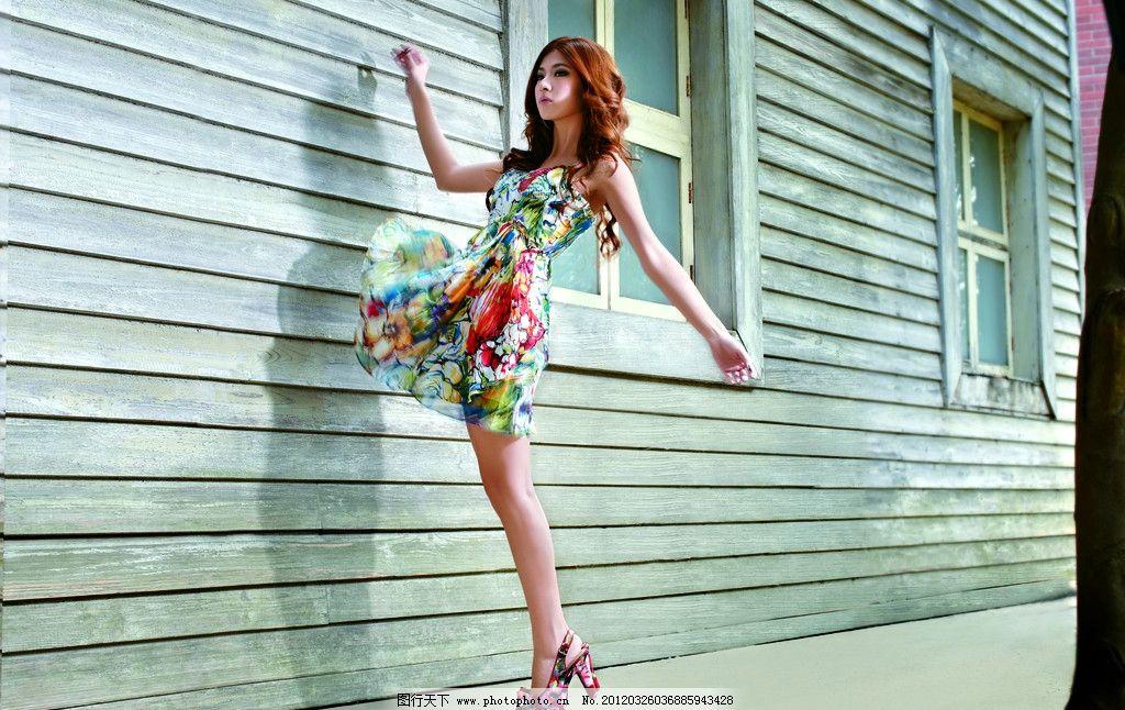 服装模特 长发 美女 圣恩熙 时尚美女 高跟鞋 凉鞋 裙子 房子 窗户