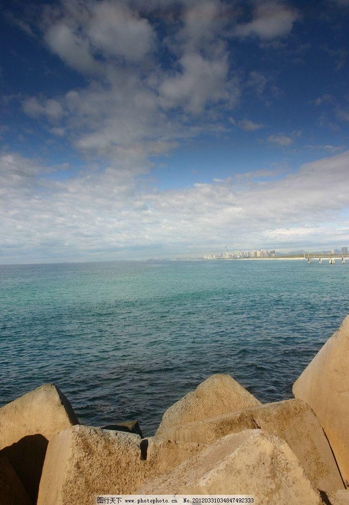 海边海滩 大海 海洋 风景 风光 美景 石头 蓝天 白云 风光方面素材